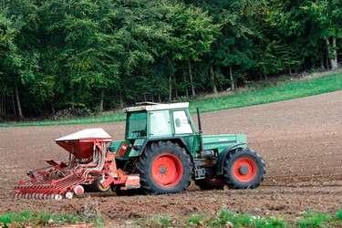 Traktor_mit_Saehmaschine